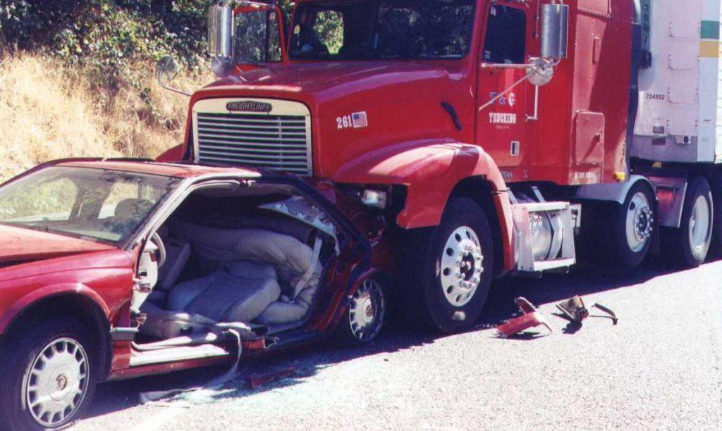 El Mejor Bufete Legal de Abogados de Accidentes de Semi Camión, Abogados Para Demandas de Accidentes de Camiones Commerce California