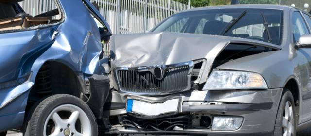 Consulta Gratuita en Español Cercas de Mí con Abogados de Accidentes y Choques de Autos y Carros en Commerce California