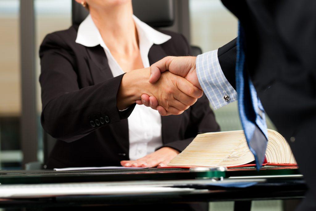 La Mejor Firma Legal de Abogados en Español de Acuerdos en Casos de Compensación Laboral, Mayor Compensación de Pago Adelantado en Commerce California