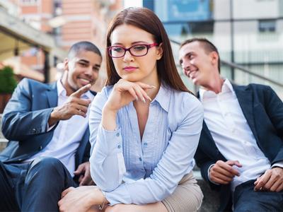 La Mejore Oficina Legal de Abogados en Español Expertos en Demandas de Discriminación Laboral, Derechos de Empleo Commerce California